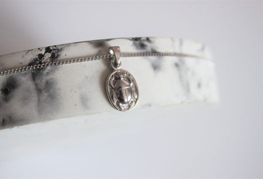 Серебряная подвеска скарабей на цепочке