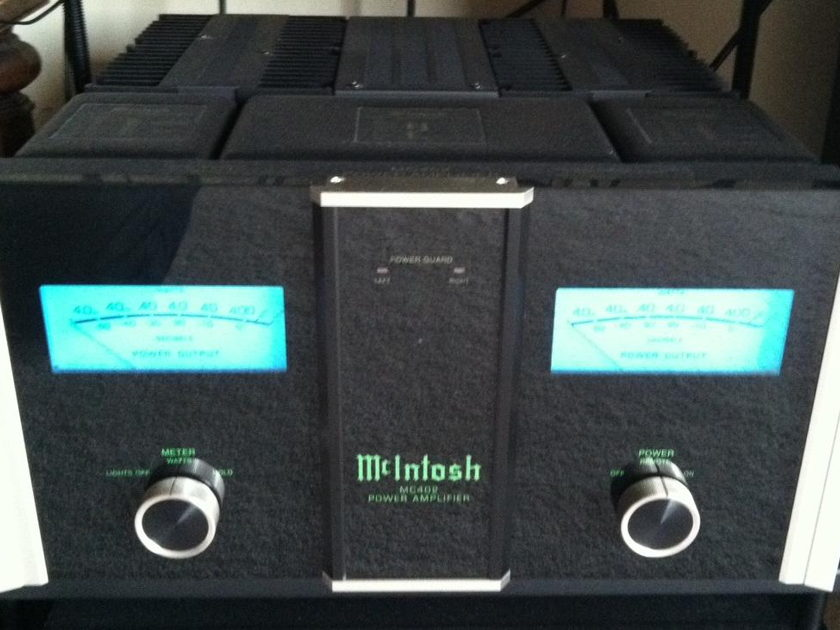 McIntosh MC402 Amplifier Perfect condition, cannot find a blemish on it