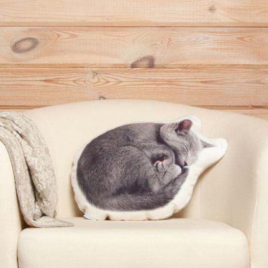 Подушка Серая кошка – льняная декоративная подушка в виде спящей кошки