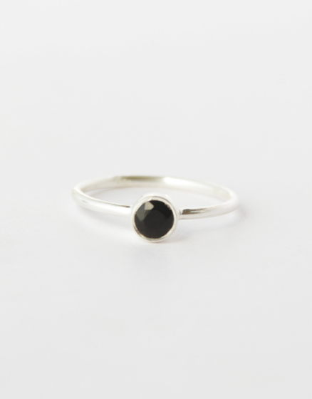 Серебряное кольцо с черным ониксом на фалангу