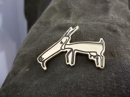 Латунный значок козы