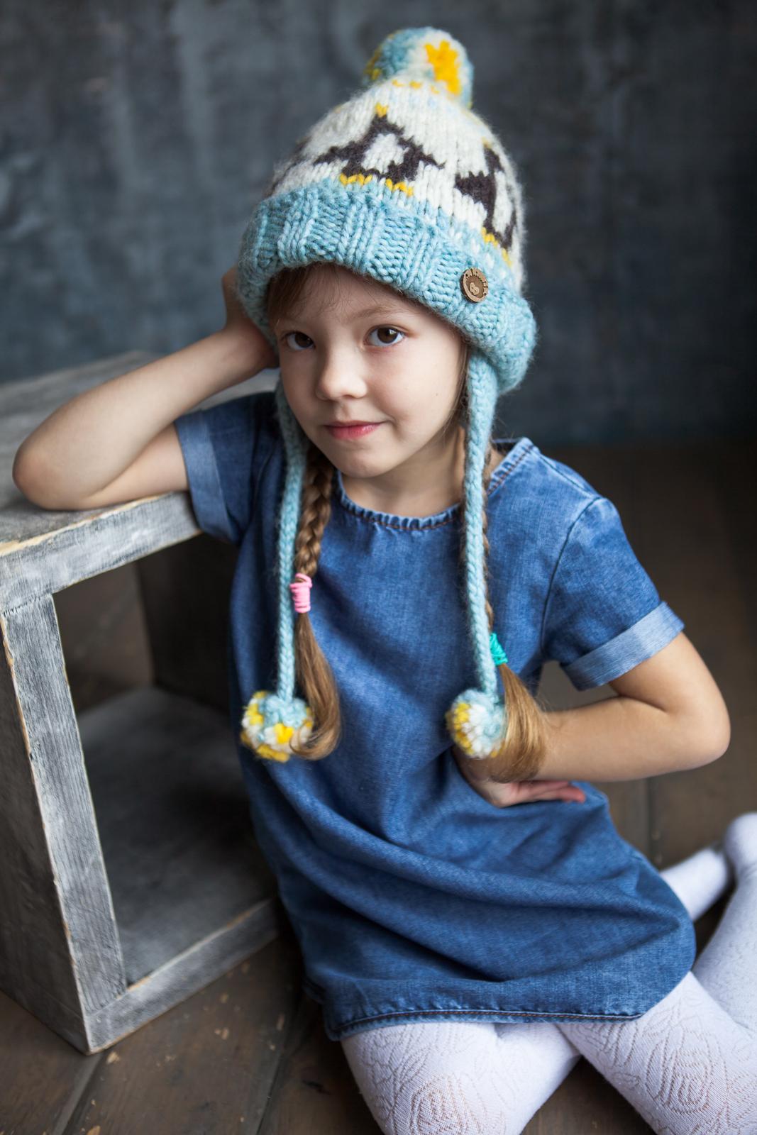 Голубая детская зимняя шапка