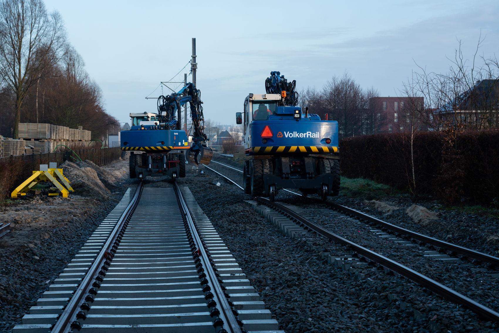 Werk aan het nieuwe spoor tussen Westwijk en het opstelterrein.