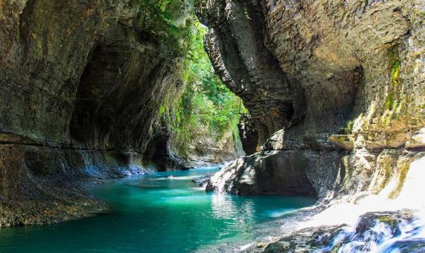 Пещера Прометея и каньоны Грузии