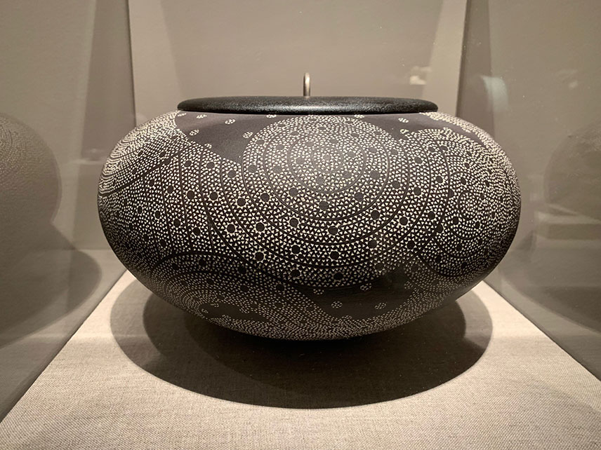 Junko Kitamura, Spherical Water Jar with Black Lacquer Cover