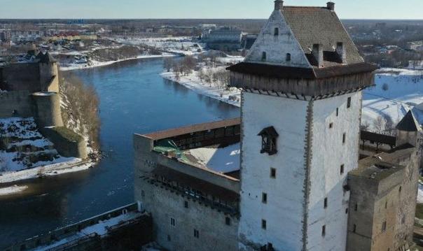 Нарвский замок и Ивангородская крепость