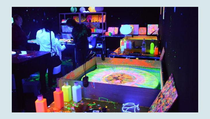 bg pit pat wonderland kreativraum neon flaschen