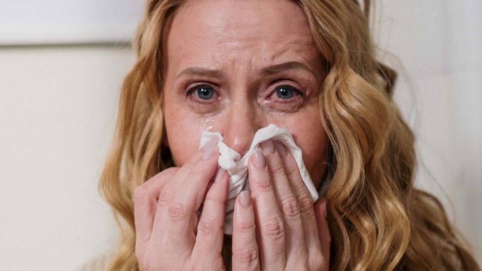éternuements et larmoiements suite à une allergie respiratoire