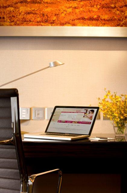 CPHKCWB_Executive desk.JPG