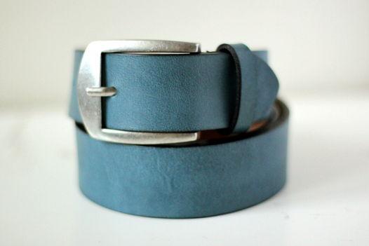 Мужской кожаный ремень голубой