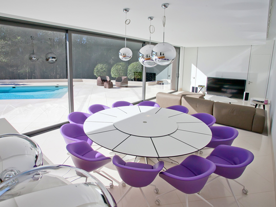 Jesolo - Furnishing ideas with ultra violet, the Pantone colour of the year 2018