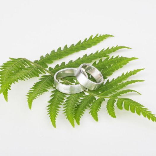 Серебряные обручальные кольца «Лунная пыль»