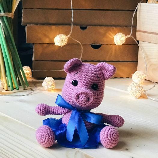 вязанная свинка Фиалка