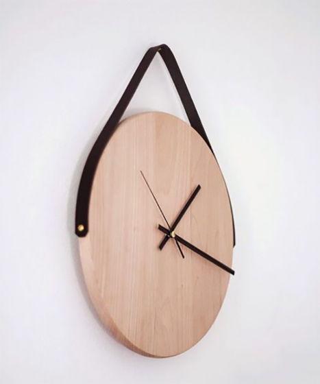 Часы деревянные с черным кожаным ремешком