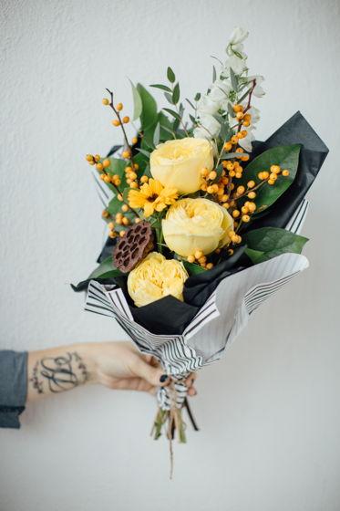 Сборный букет из живых цветов XS