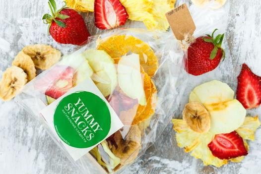 Натуральное ассорти из фруктовых чипсов.