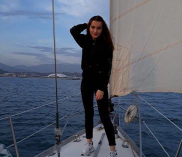 Морская прогулка на парусной яхте в Сочи