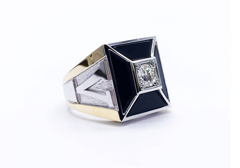 Square signet ring for men in yellow and white gold with onyx and a round cut diamond in the centre