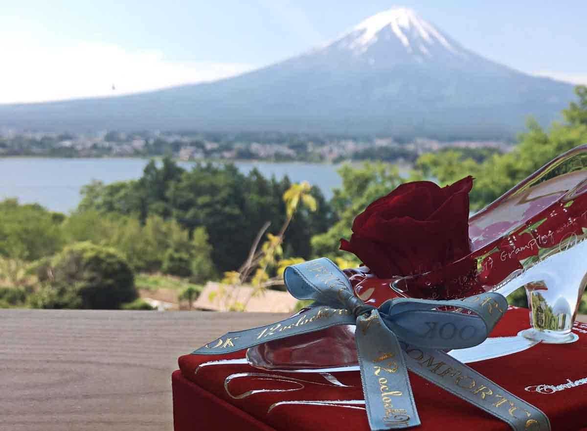 ガラスの靴プロポーズ TS様からいただいたお写真 富士山を背景に