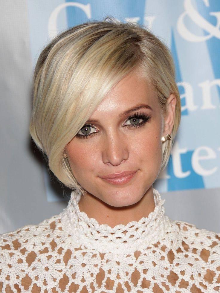 Ashley Simpson short blond side swept bob