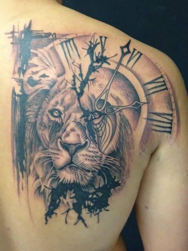 Tatouage Lion Corps Hommes Horloge