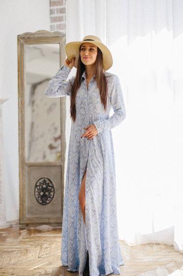 Платье-рубашка из вискозы А-силуэта.