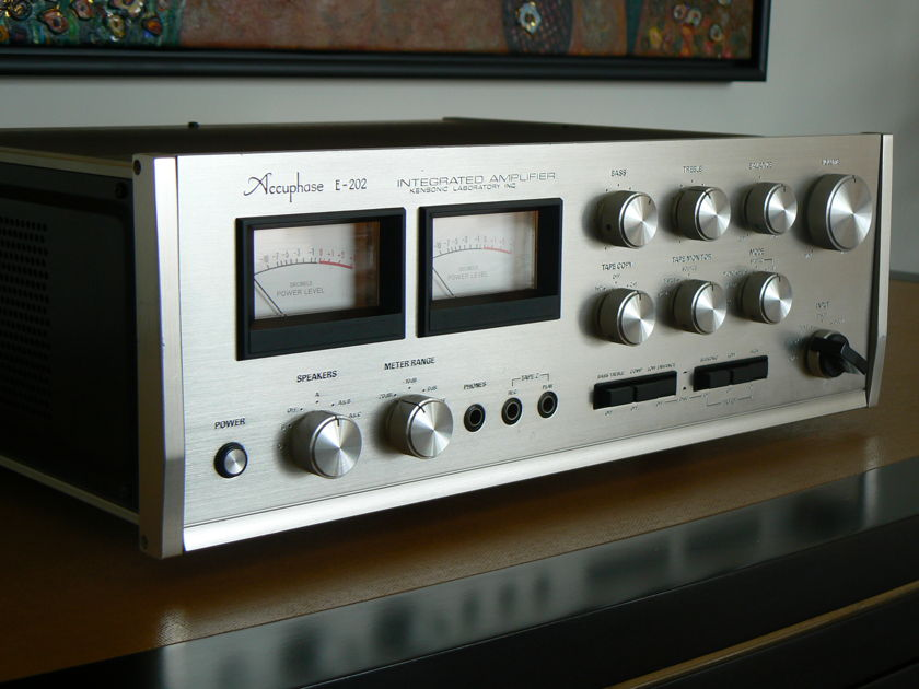 Accuphase E202 E202 Integrated Amp with phono stage