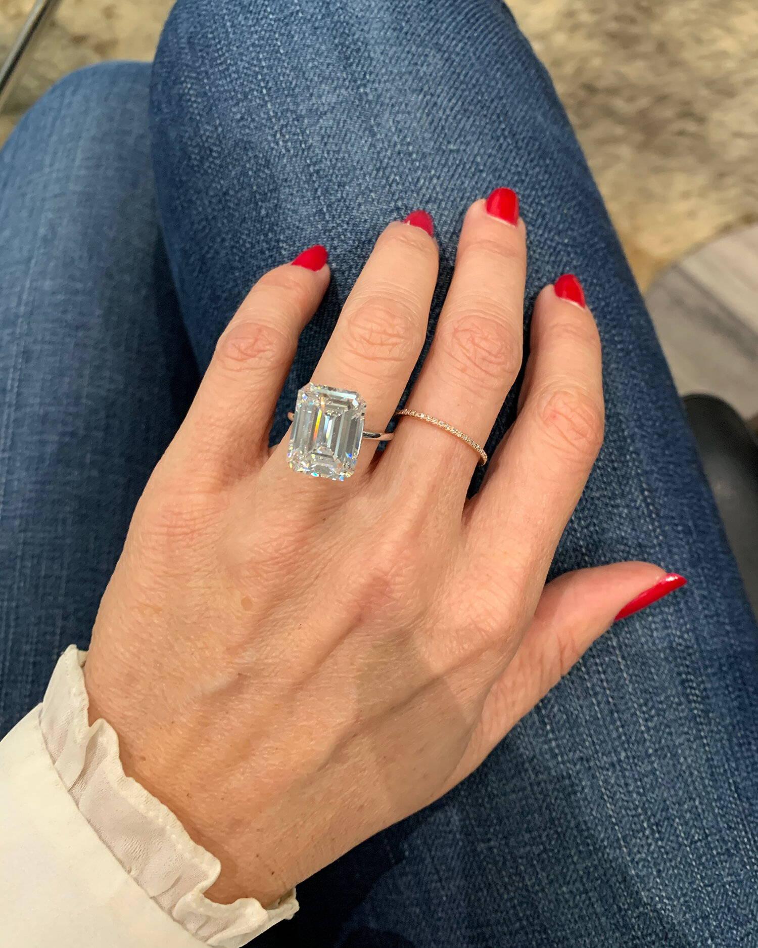 Miss Diamond Ring 7 Carat 8 Carat Emerald Diamond Engagement Ring