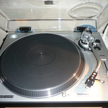 Turntable - Like New! -