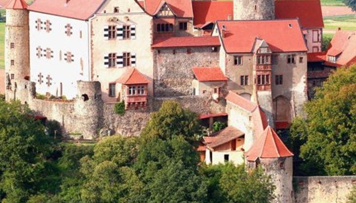 burg ronneburg panorama view west