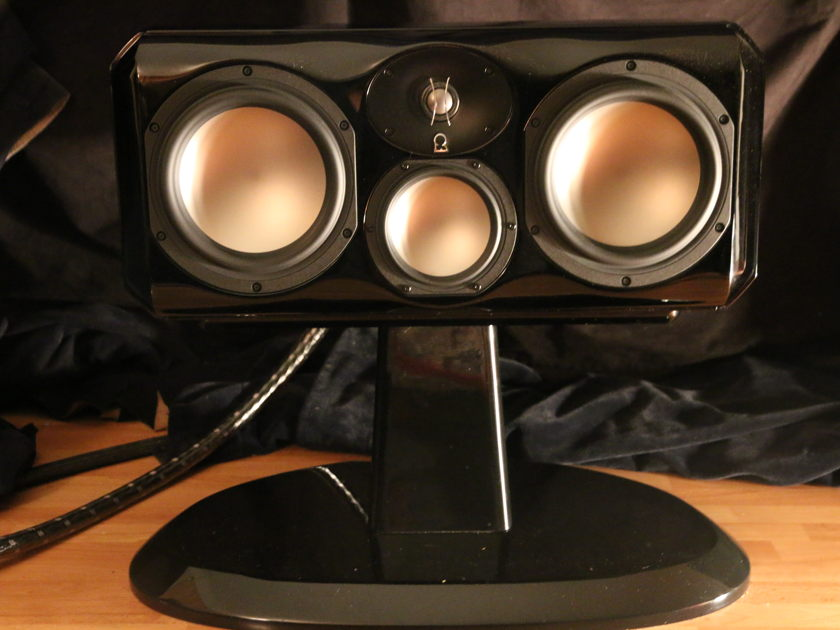 Revel Ultima Voice2 w/ Pedestal, 6 months new