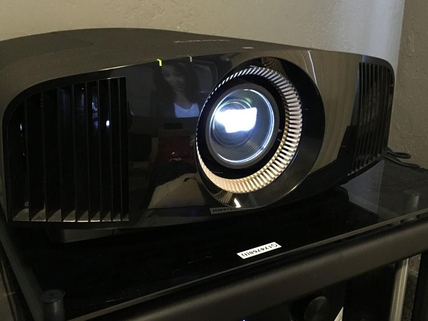 Sony VPL-VW600ES Sony VPL-VW600ES 4K Projector