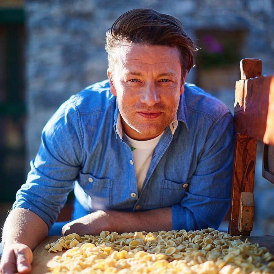 Jamie Oliver cooks Italy