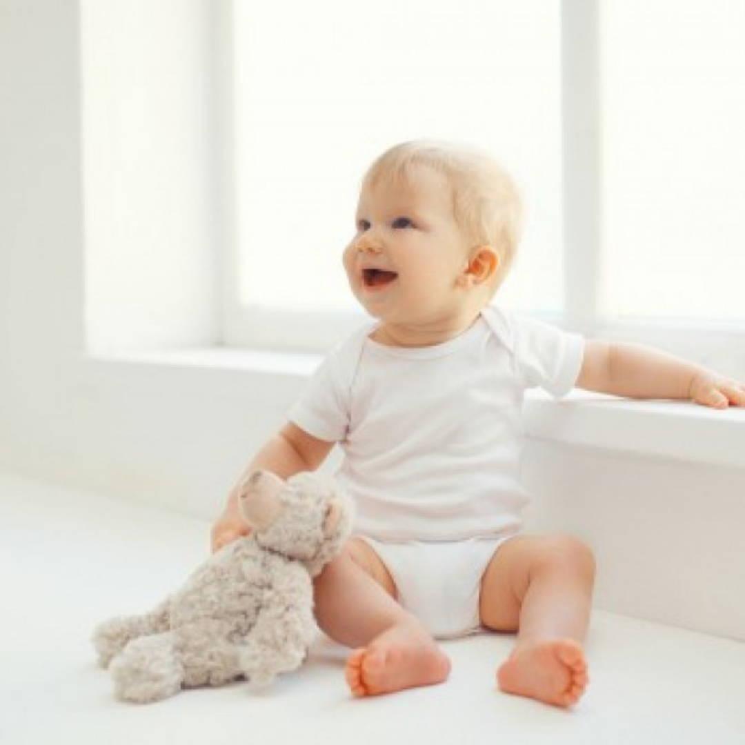Developmental milestone baby sitting up