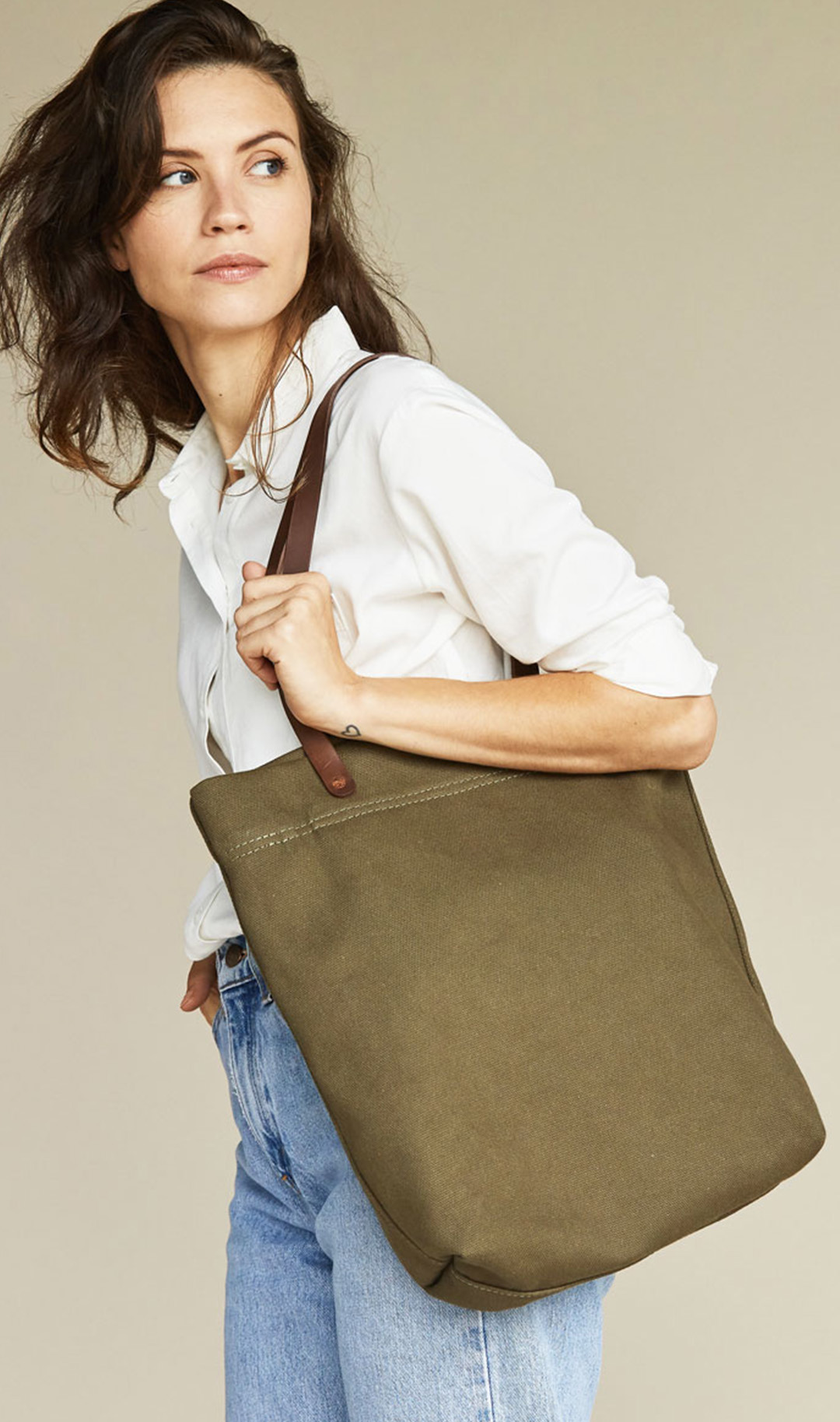 Nisolo Canvas Tote in olive green