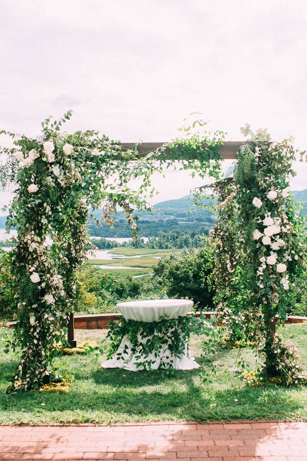 Spring Side inn wedding with Lovewell Design   White and Crystal wedding