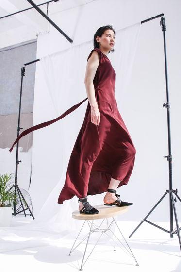 Бордовое платье с клином