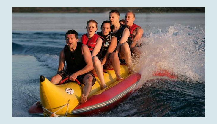 wake beach banana tube auf welle