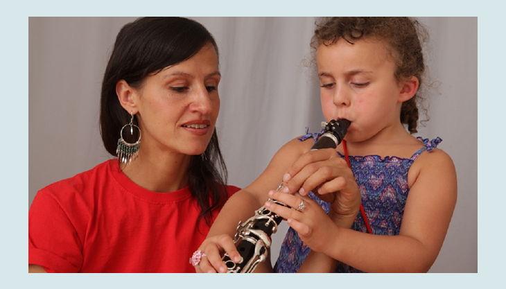 das klingende museum berlin kind spielt flöte