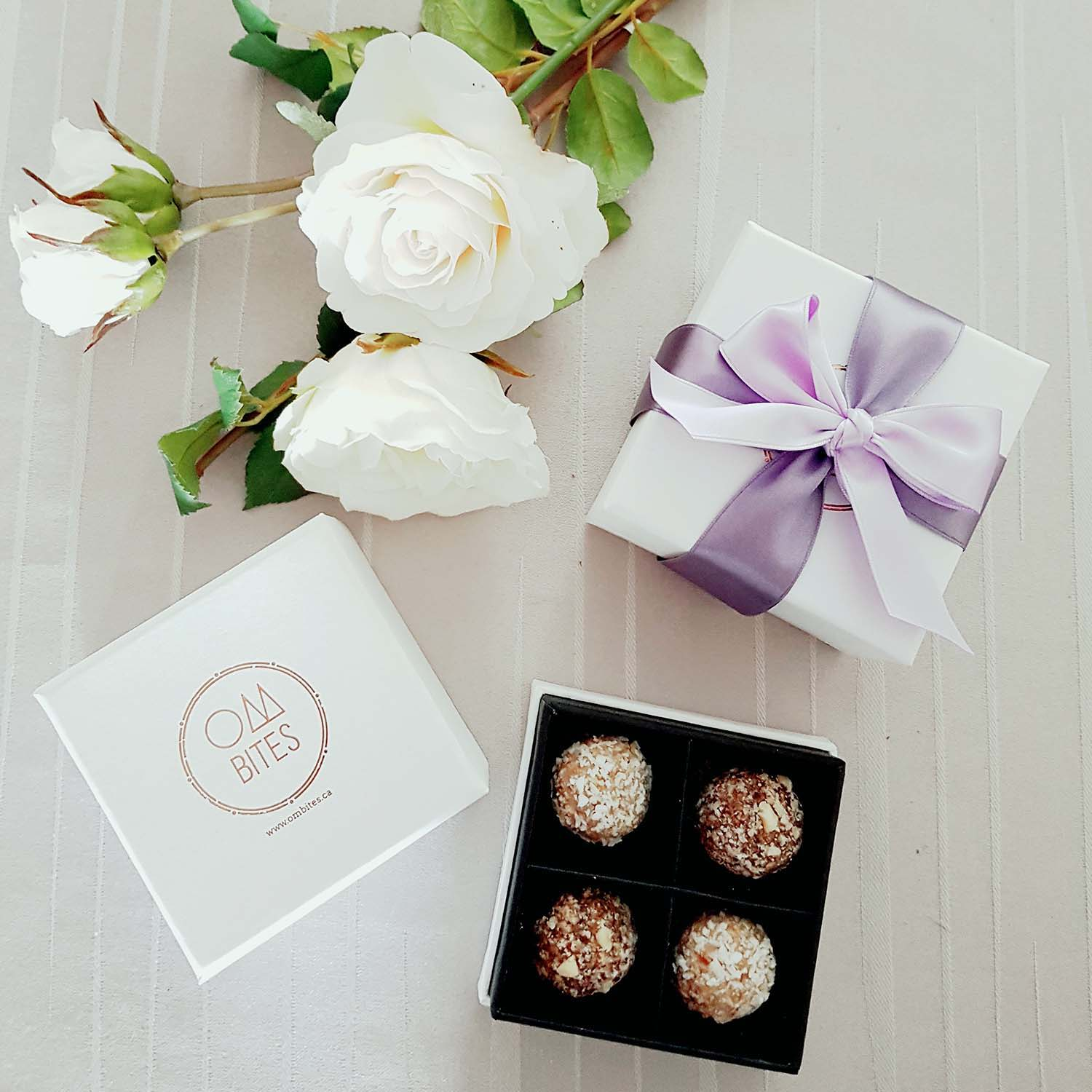Dice Wedding Favor Boxes: White heart chocolate cake cookie candy ...