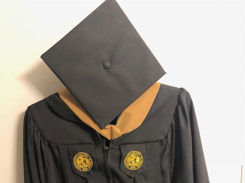 RENTERS BAY: Masters Graduation Cap and Gown