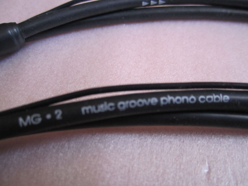 Hovland MG.2 Music Groove Din to RCA Length 1.5m.