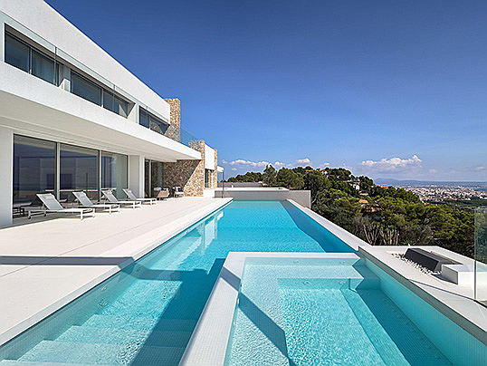 "Vilamoura / Algarve - In the exclusive residential area of Son Vida, the ""Beverly Hills of the Balearic Islands"" and a hotspot of a host of international stars, Engel & Völkers is brokering this modern luxury villa for 19.8 million euros. (Image source: Engel & Völkers Majorca)"