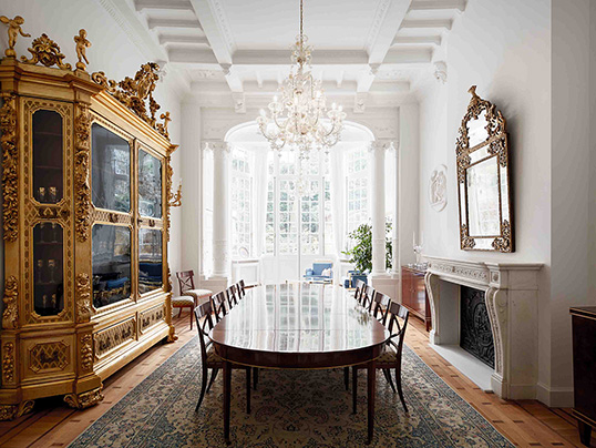 Puigcerdà - This grand townhouse on the Etangs d'Ixelles with six bedrooms and five bathrooms is on sale with Engel & Völkers for 4.9 million euros. (Image source: Engel & Völkers Pavillon d'Ixelles)
