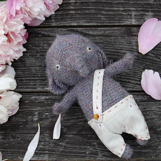 Вязаный слоник Цветиков