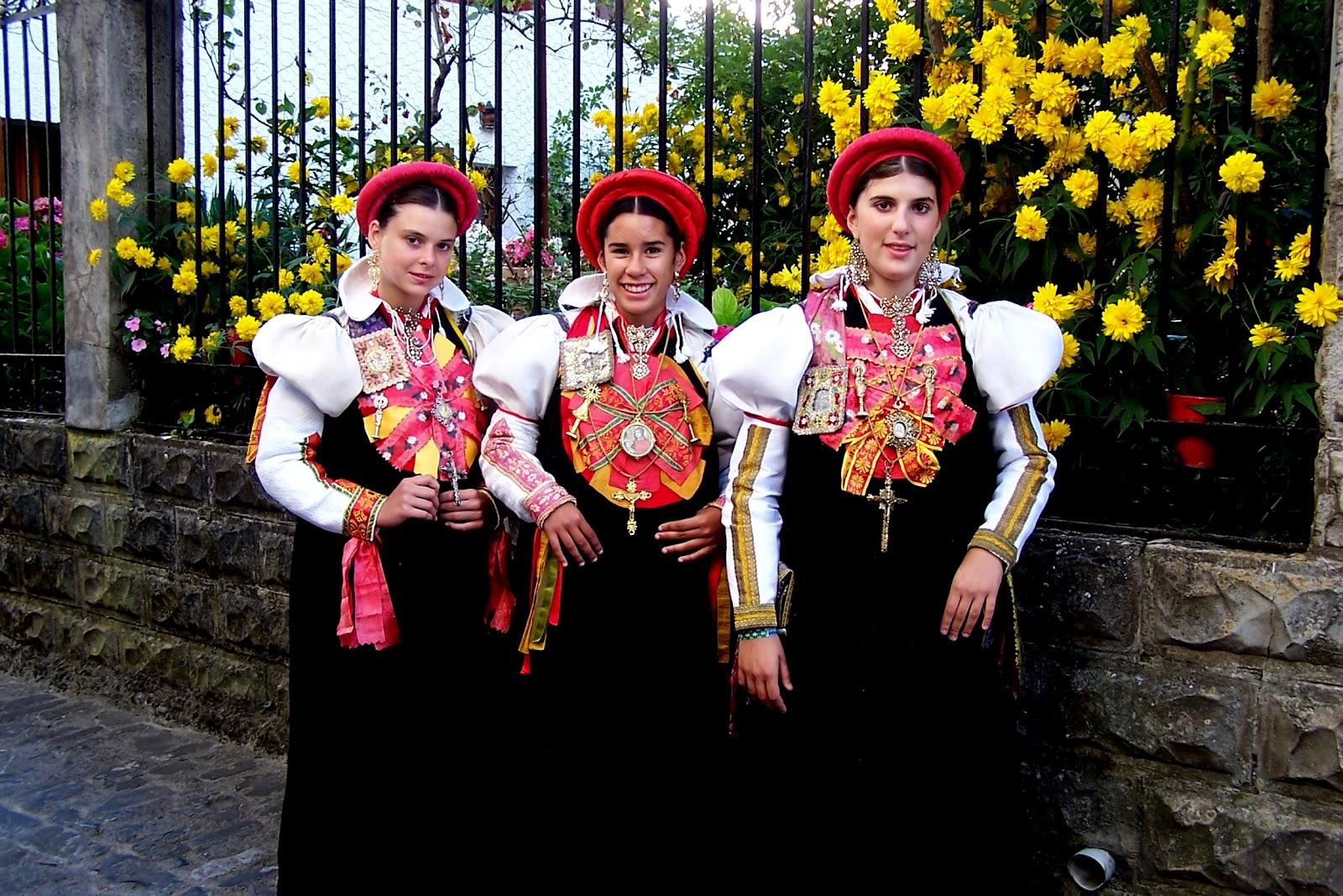 поворот мопеде фольклорный вечер в будапеште отзывы слова Константин