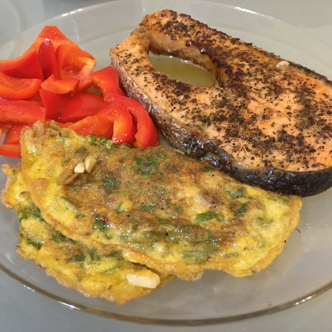 Pan fry salmon with coriander omelette and stir fry red pepper