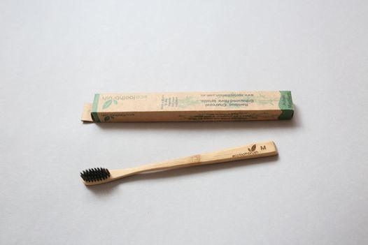 Бамбуковая зубная щетка с угольным напылением Medium