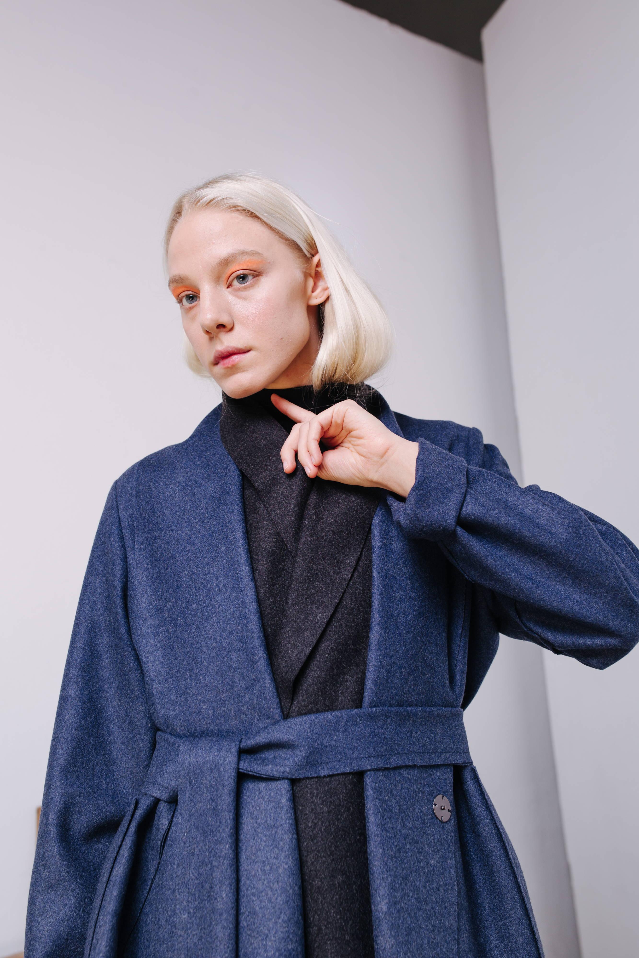a68b9569bef9d Пальто из шерстяного сукна василькового цвета №25 в магазине «Brier ...