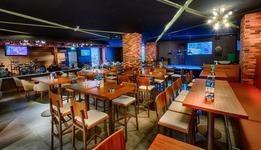 The Huddle Sports Bar & Grill Bur Dubai image